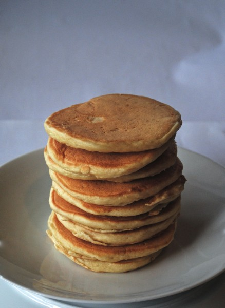 basic fluffy buttermilk pancakes 1